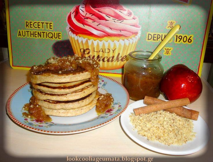 Pancakes ολικής, με σος από μήλο και χουρμάδες