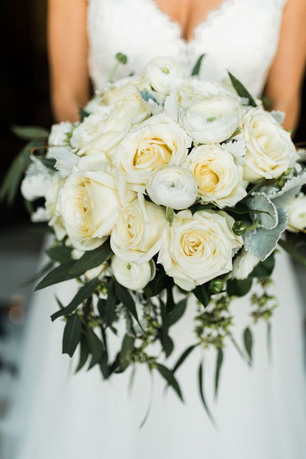 A Fresh and Modern Downtown Cleveland Wedding