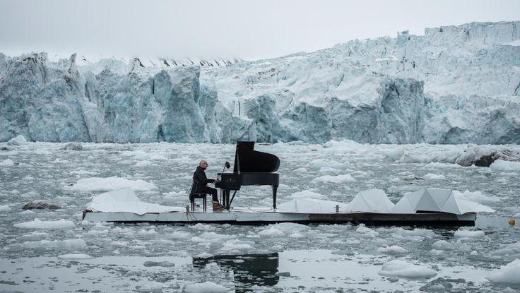 Le compositeur italien s'associe à une campagne de Greenpeace pour la protection de l'océan Arctique.