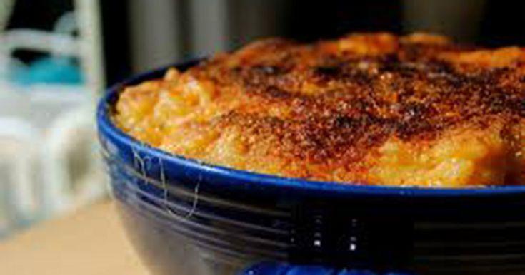 Fyld brødformen med spaghetti og hæld dette over – se nu det vidunderlige resultat