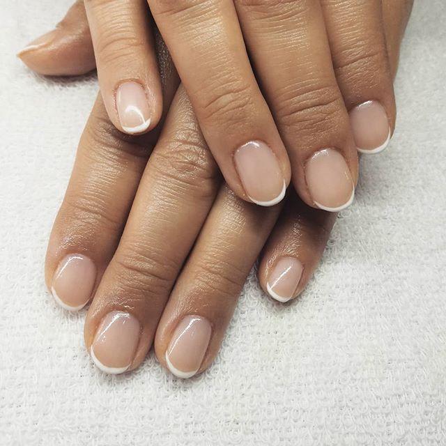 Manicura francesa semipermanente ORLY. #manicura #manicuraorly #orlyfx #orly #manicuravegana #nails #shinenails #nailsalonbarcelona #lifestyle #manicure #manicurasemipermanente #barcelona #beauty #vegano #manicuravegana #revivenailbeauty #manicurafrancesa #frenchnails #frenchmanicure