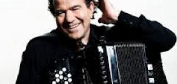 Музыкант-виртуоз Ришар Гальяно во второй раз сыграет детей Армении http://kavkaz.co/1360