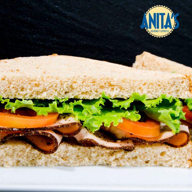 La #Lechuga está presente en la mayoría de nuestros #Sanwiches brindándole #Salud a tu cuerpo gracias a que contiene vitamina A, E, C, B1, B2 y B3, además calcio, magnesio, potasio y sodio. #Tips #AnitasExpress