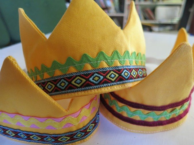 Kids crowns with elastic back