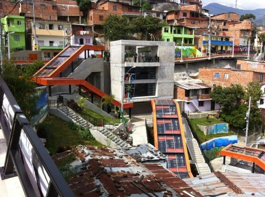 As part of an extensive urban integration project in a huge informal settlement in Medellín, Colombia, the recently-constructed system of escalators with public squares and balconies addresses serious problems regarding connectivity, security and coexistence.