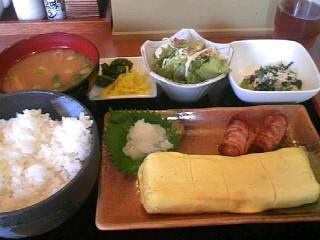 今日の昼ご飯もアッサリ系で。 やきとり「司」で出し巻き玉子定食を頂きました。...