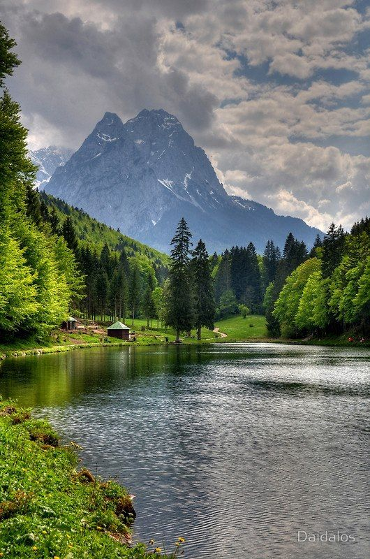 Lake Riessersee and Mount Alpspitz. Germany