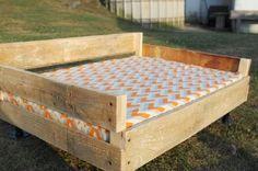 Les amants de chien. dans Thecharmingfarmernous avons trouvé une bonne alternative où votre animal peut dormir et chill-out :) C'est un lit fait avec les palettes d'origine planches, une fois asse...