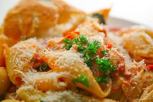 Pasta with creamy tomato and garlic sauce