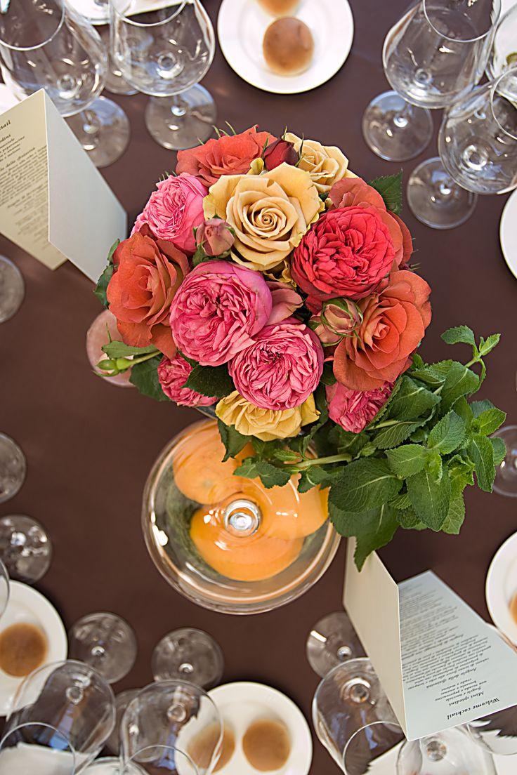 centrotavola per matrimonio a mood marocchino: fiori, profumi e zenzero