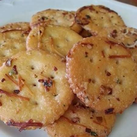 Ritz Crackers 1 stick melted butter  1 packet Ranch dressing mix  ? c. grated Parmesan  1 tbsp. red pepper flakes 1 tsp. garlic powder. 1 box Ritz crackers ~Directions toss box of Ritz crackers with all 5 ingredients Bake in 300 degree oven for 15 minutes.