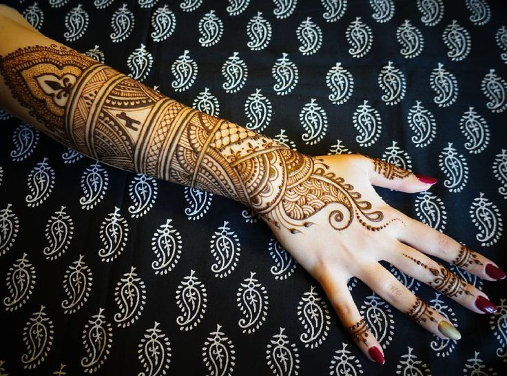 Mehendi with small alpaka inside #mehendi #mehendiart #mehendidesign #handmade #freehand #black #tattoo #henna #hennatattoo #hennaart #naturalhenna #india #discoverindia #travelindia#mehendiartist #mehendilove ##alpaka #hennaartist #art_4share #artinstagram #instaart #mehendiwarszawa #passion #bodyart #bodypainting #body#hand #painting #drawing #hand