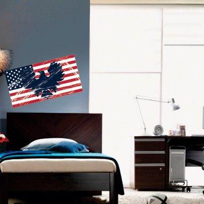 """Adesivo Murale - Bandiera USA con aquila.  Adesivo murale di alta qualità con pellicola opaca di facile installazione. Lo sticker si può applicare su qualsiasi superficie liscia: muro, vetro, legno e plastica.  L'adesivo murale """"Bandiera Americana"""" è ideale per decorare la camera dei ragazzi Adesivi Murali."""