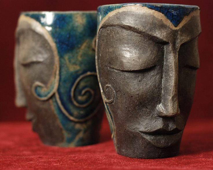 Dve sestry 2 poháre na vino ručne vyrobené starou japonskou technikou RAKU  autorská keramika -----  už predané, ale na objednávku môžem vyrobiť niečo na tento štýl Veľkosť: viac-menej 200ml