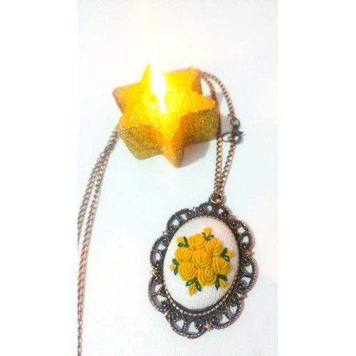 Çiçek Motifli Etamin Kolye - Sanatkardan