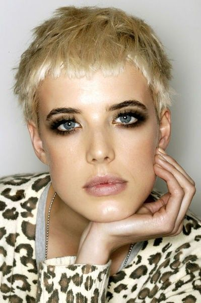 agyness deyn. golden eye make-up. straight pixie haircut