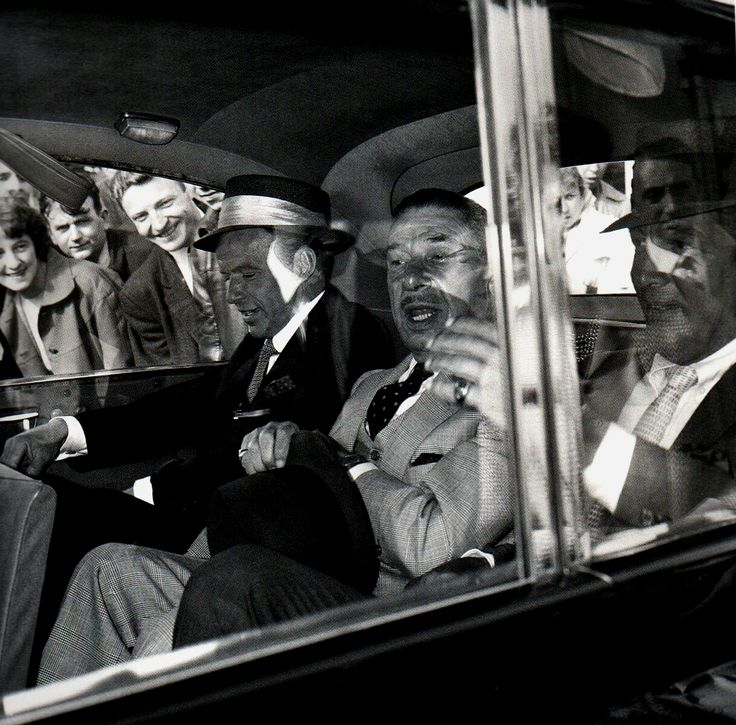 Dean Martin, Frank Sinatra and Mike Romanoff arrive in London.