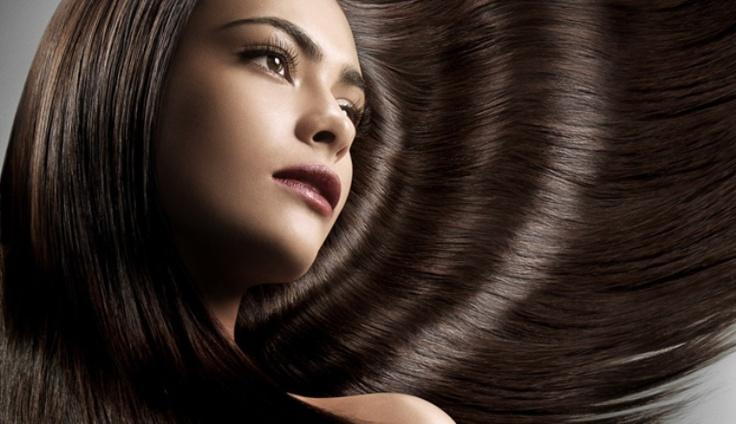 """lava """"mágicamente"""" tu cabello en seco, sin la necesidad de mojarlo, lo cual es perfecto cuando te invitan a un evento a última hora y no tienes tiempo de secar tu cabello"""