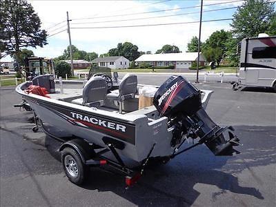 10 Bass tracker 16' aluminum bass boat