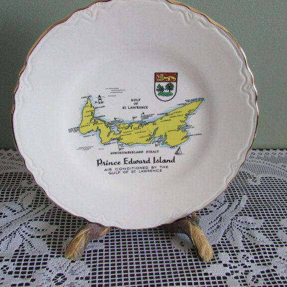 VINTAGE Assiette Souvenir de Ile-Du-Prince Édouard Canada / MID-CENTURY Plate Of Prince Edouard Island, Canada