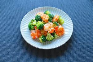 楽天が運営する楽天レシピ。ユーザーさんが投稿した「疲労回復、免疫UPに!エビとブロッコリーの中華炒め」のレシピページです。エビは抗酸化作用や免疫を高める効果が期待できる成分を含んでいます。ニンニクやブロッコリーと一緒に食べることで疲労回復効果や免疫力を更に高めることができます。。炒め、中華。エビ(ブラックタイガー等),酒,片栗粉,ごま油,ブロッコリー,にんにく,鶏がらスープの素,水,食塩,ブラックペッパー