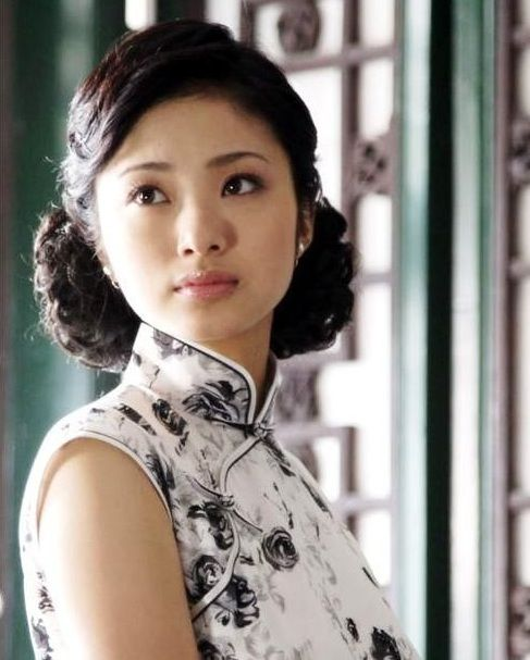Cheongsam Hairstyle | Asian Girls in Traditional Clothing ...