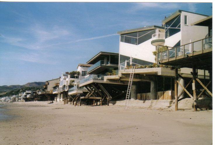 Pi di 25 fantastiche idee su case sulla spiaggia su for Moderni piani di palafitte
