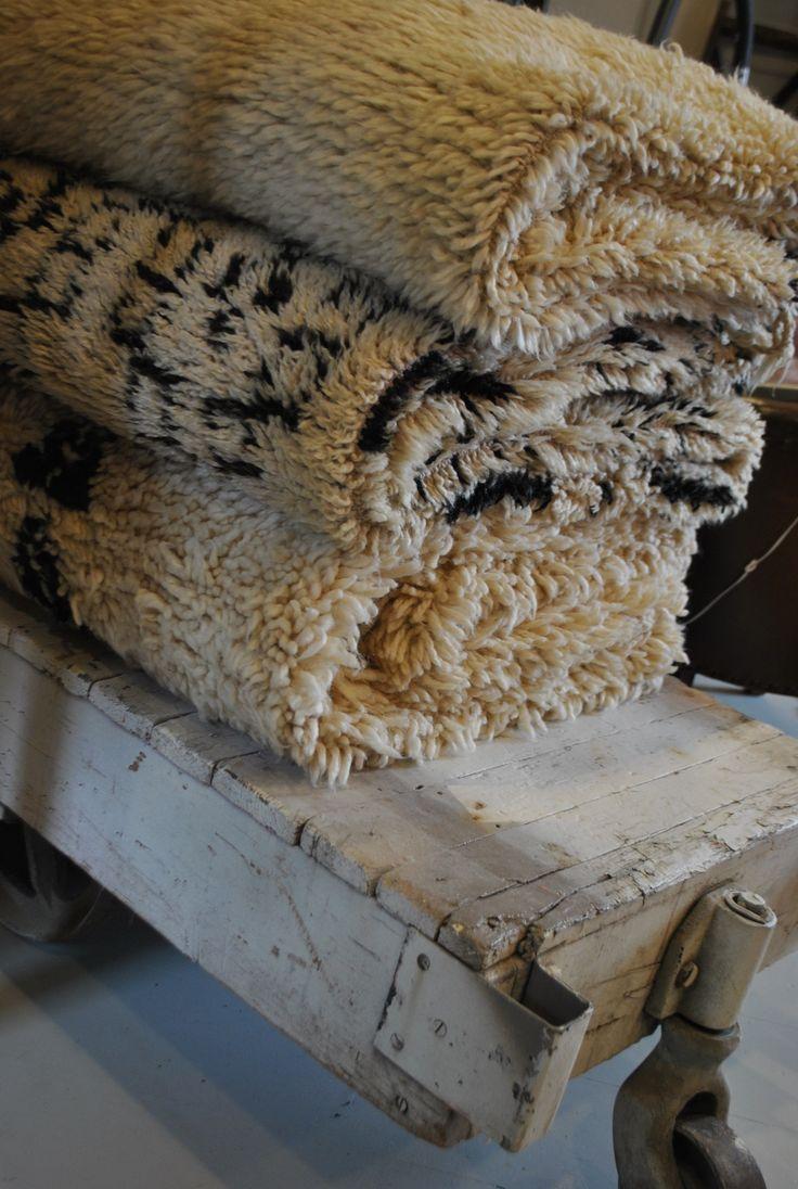 Mjuka Beni Quarain vintage mattor av ofärgad ull. Finns i olika storlekar och mönster. www.isabelspinnars.se