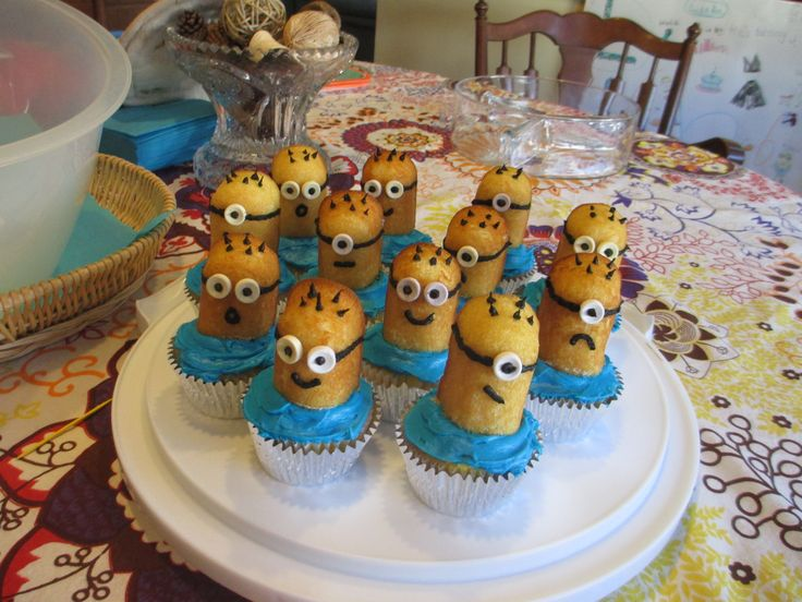 Minion cupcakes with twinkies, smarties for eyes & black icing to decorate.