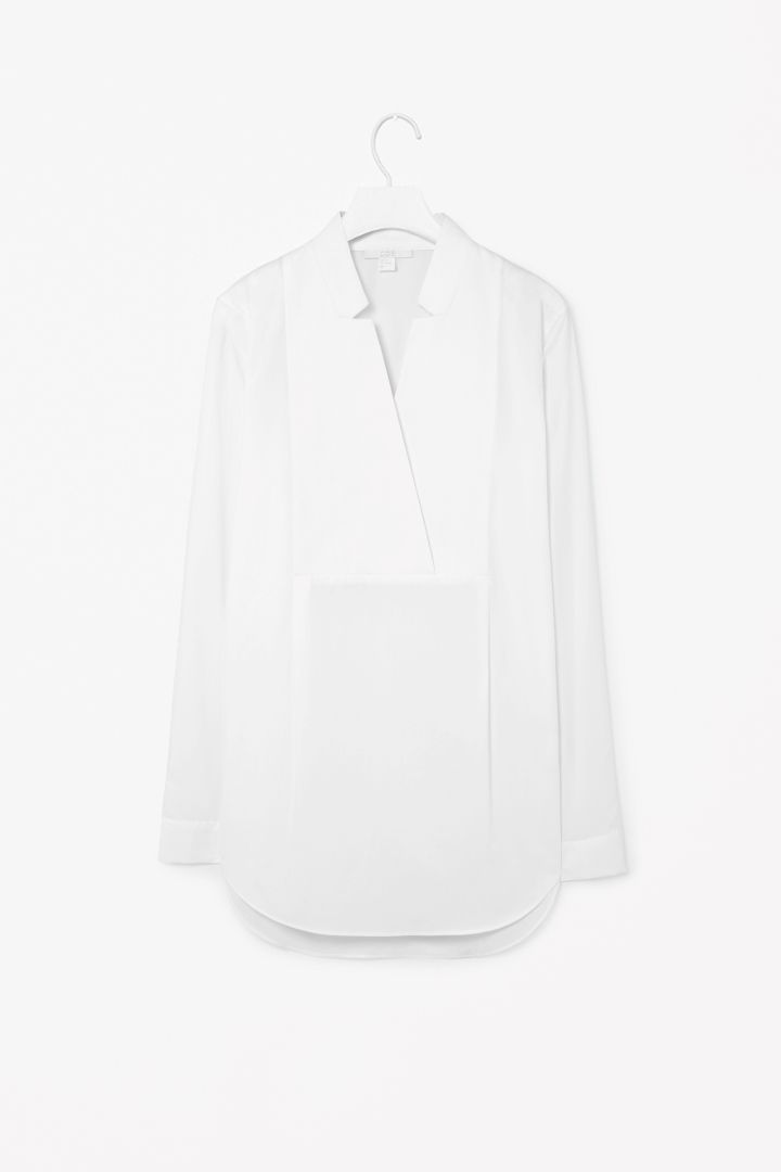 Cut-out collar shirt