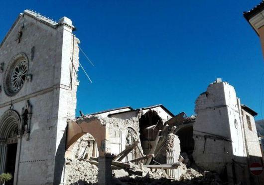 Italia bagian tengah dilanda gempa bumi yang hancurkan Basilika Santo Benediktus