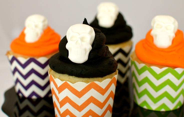 Chevron Cupcakes: Chevron Cupcakes, Birthday, Skull Cupcakes, Chevron Paper, Chevron Skull, White Chevron, Halloween Inspiration, Cupcakes Rosa-Choqu, Baking Cups