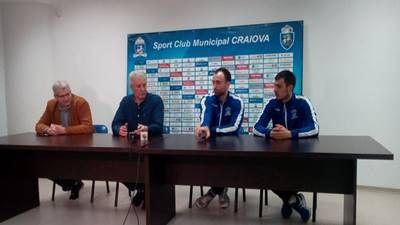"""Antrenorul echipei de volei masculin a S.C.M. Craiova, Dănuţ PASCU, şi jucătorii Bogdan ENE şi Silviu SUSON, au prefaţat meciul din etapa a XX-a din Divizia A1, dintre S.C.M. """"U"""" Craiova şi C.S. Arcada Galaţi, care se va disputa duminica. Dănuţ Pascu, antrenor S.C.M. Craiova: """"Arcada Galaţi este o echipă cu cel mai mare buget din campionat, cu jucători valoroşi. Ne aşteaptă un meci foarte greu, probabil ei vor juca mai relaxaţi cu noul antrenor, dacă ne gândim că tehnicianul care a plecat…"""