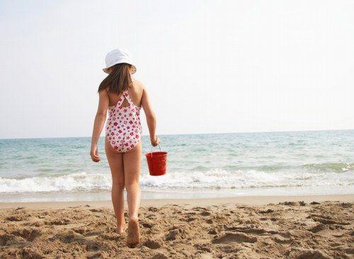 Tutti pronti per il mare? | Un'esplosione di allegria e voglia di giocare in libertà anima l'umore dei più piccoli e anche la moda junior 2014 sotto l'ombrellone interpreta lo spirito della bella stagione... | #beachwear