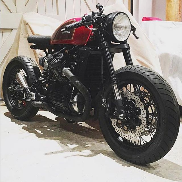 V-twin Honda Motors. | built by @ziggymoto. | #tracker #custom #handmade #cx500 #caferacerclub