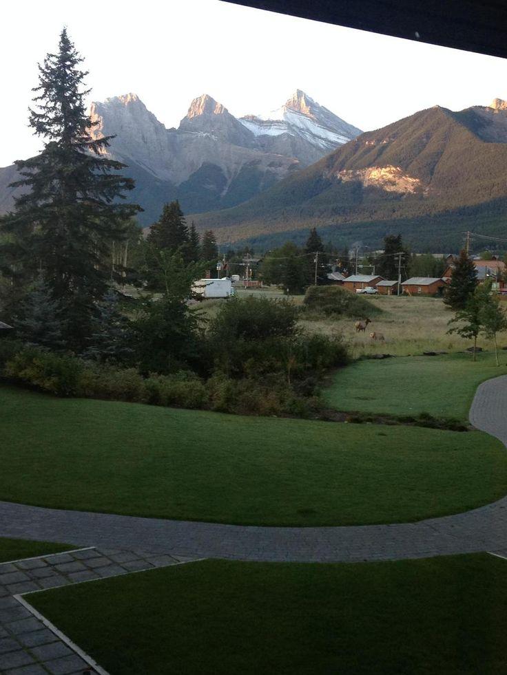 A beautiful morning at Grande Rockies Resort