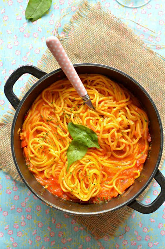 One-Pot Spaghetti in Rich Tomato Sauce