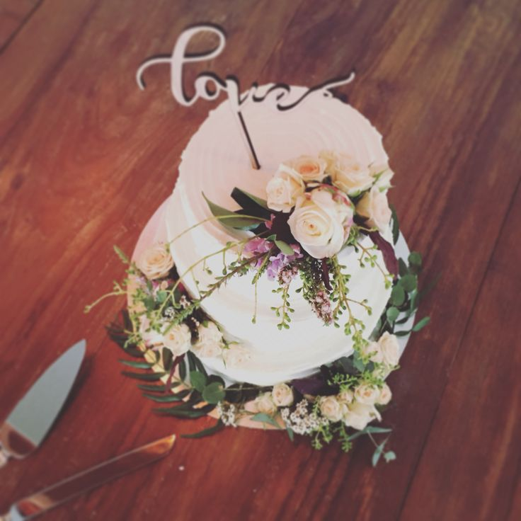 Gorgeous Mornington Peninsula Weddings  Flowers by Ren Situated in Dromana  Cake by  Peninsula Cake art   www.flowersbyren.com.au