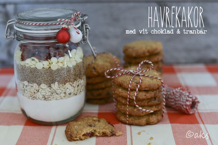 Gå bort present kakmix på burk. Havrekakor med vit choklad och tranbär.  Gift in a jar. Oatmeal cookies with white chocolate and cranberries.