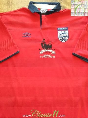 Relive England's 2000/2001 international season with this original Umbro away 'End of an Era - Wembley Stadium' football shirt.