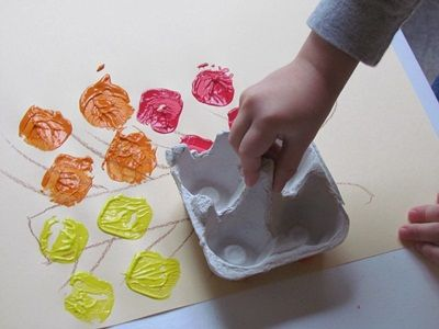 fall leaf egg carton paint craft - I can see this turning into a whole tree…