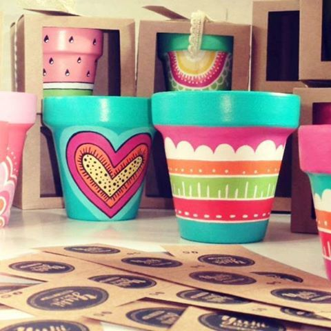 Hola jueves!!! Hermoso dia soleado preparando pedidos!!!!  mucho color!! Arma tus promos  #macetaspintadas #regaladiseño #pintadoamano #hechoconamor #deco #garden #jardin #home #cactus #love #color #diseño #sandia #diadelamigo #promos #decoracion #yukideco