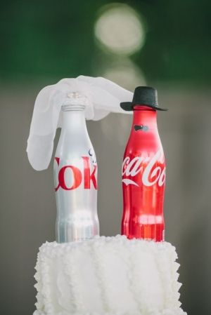 coca cola wedding cake