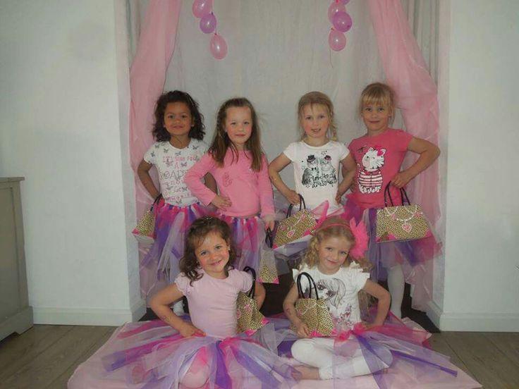 Modeshow kinderfeestje roze loper