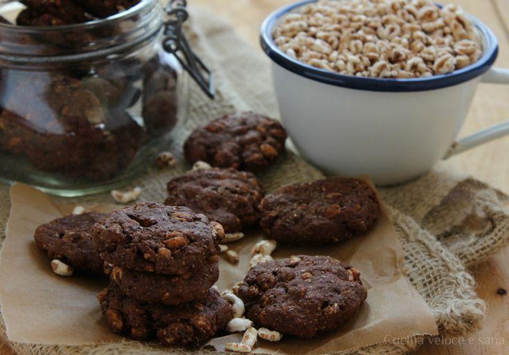 Biscotti al cacao con farro e orzo soffiati