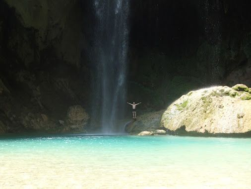 There is a perfect solution for the hot wheather :)  Refreshing in the watherfall Chipitin (Mexico)