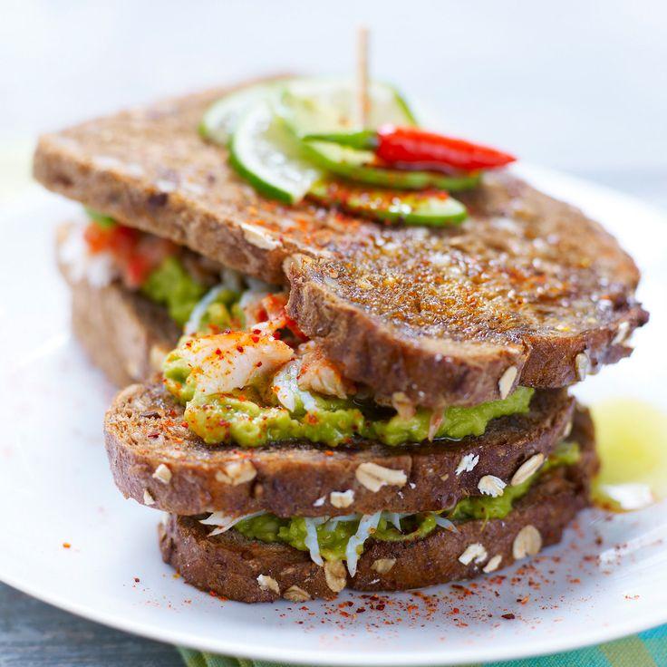 Découvrez la recette Sandwich avocat-crabe multicolore sur cuisineactuelle.fr.