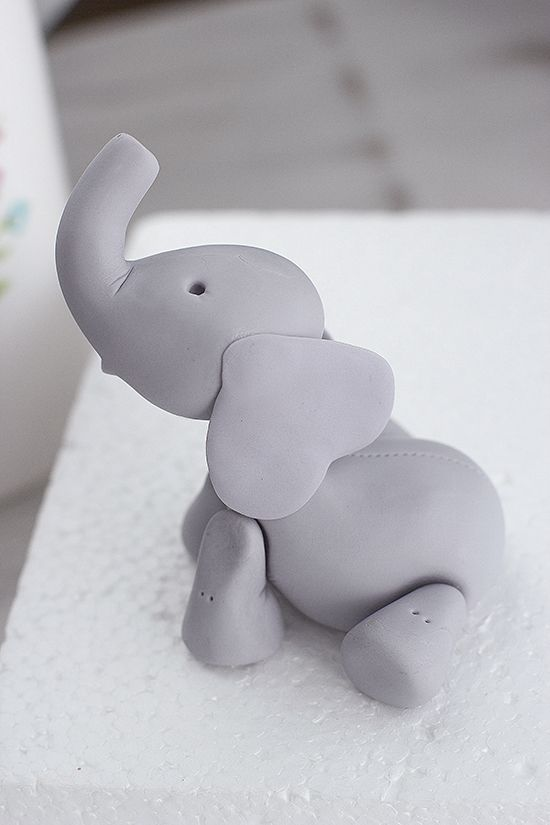 Baby Elephant Cake: Tutorial how to make a fondant elephant - Megasilvita