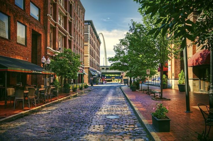 Laclede's Landing combines rich St. Louis history with modern entertainment. Stroll along the riverfront and experience some of the city's prime nightlife with a wide selection of casinos, dance clubs and seasonal festivities.