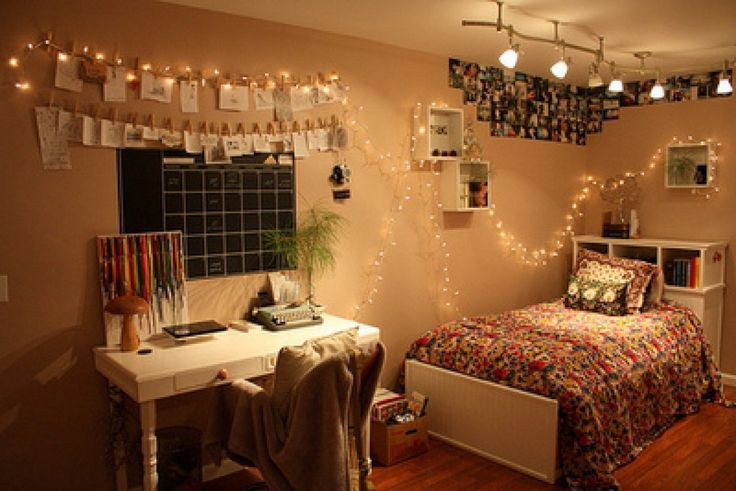 Bedroom, Hipster Bedroom Decorating Ideas Hanging String Led Lights Decorative Flower Blossom Bed Cover Ceiling Lamp Decoration Thumblr Bedroom For Teen White Solid Wood Storage Headboard Timber Laminate Floor: Thumblr Bedroom: Modern Hipster Bedroom Decorating Ideas